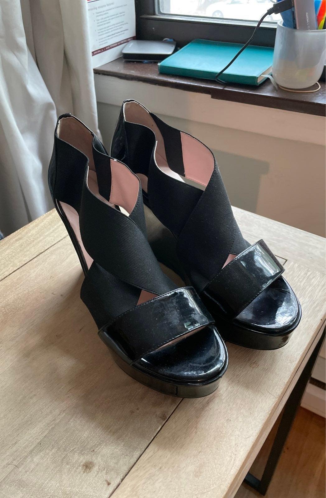 Taryn Rose wedge sandals size 9