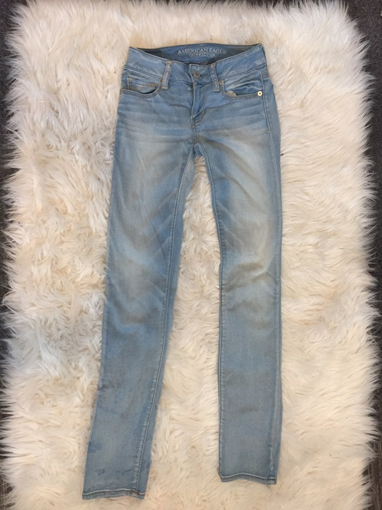 American Eagle Light Wash Stretchy Jeans