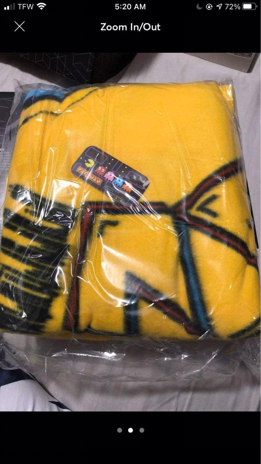 Loot crate Pac-Man throw blanket