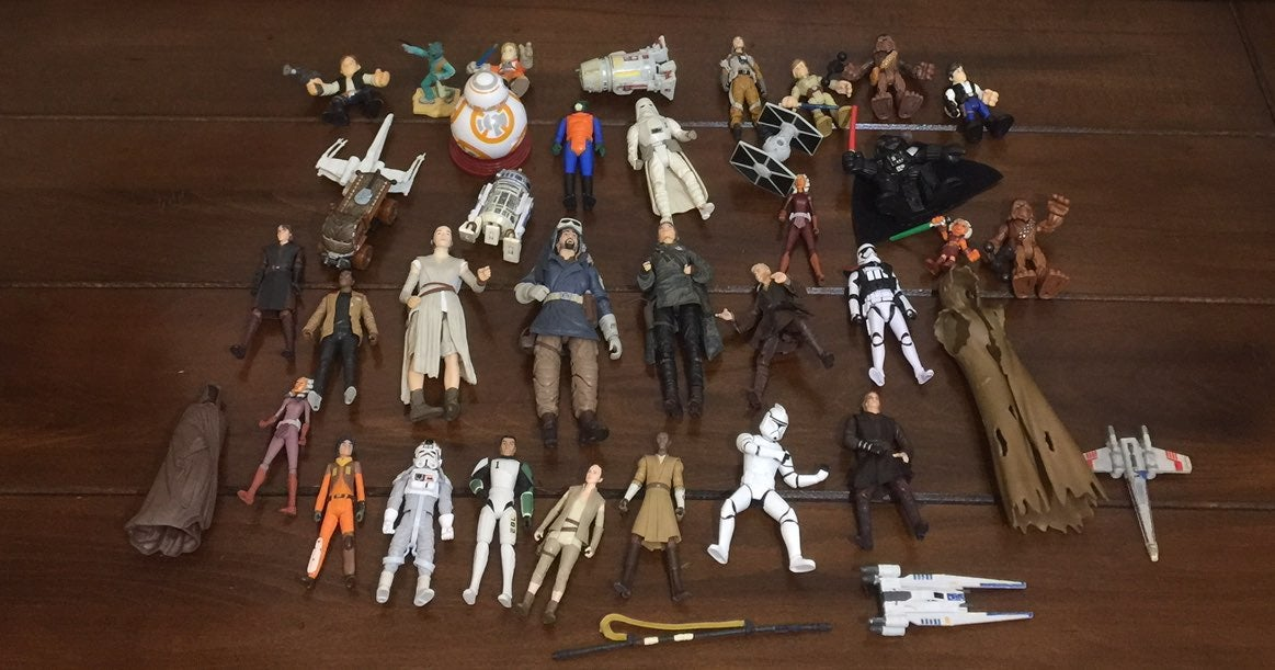 35 Pieces of Star Wars Toys