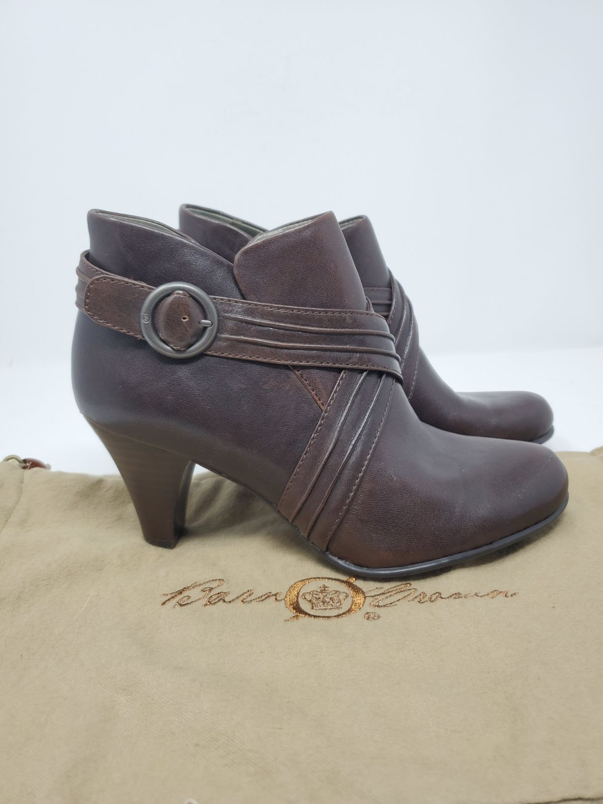 NEW $150 BORN BOOTIE CHOCOLATE BROWN