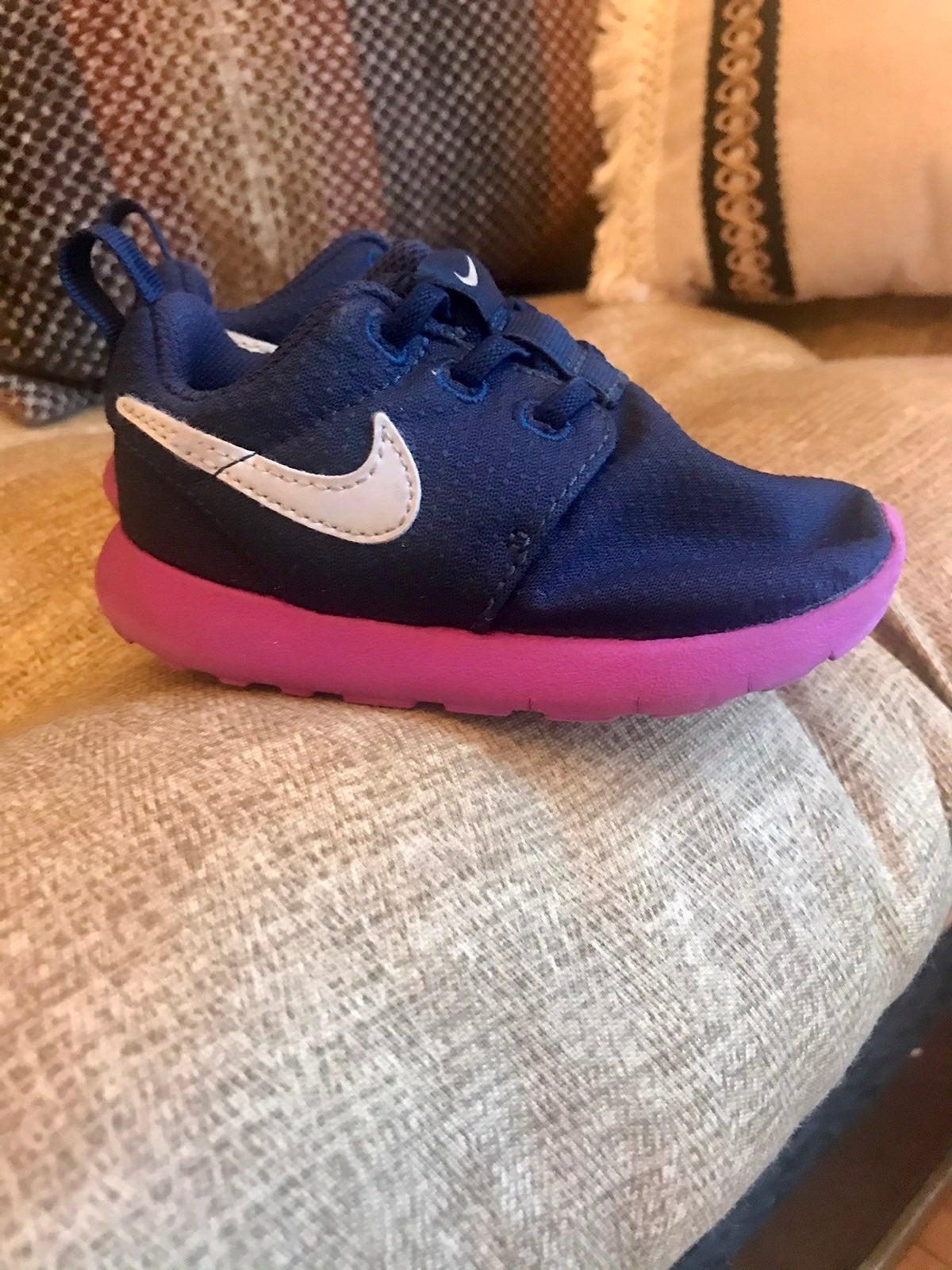 Toddler Nike Roshe size 6