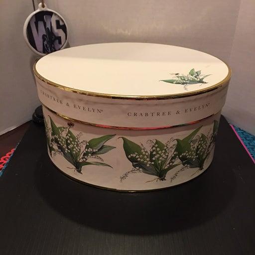 Oval Crabtree&Evelyn Hardboard Hatbox