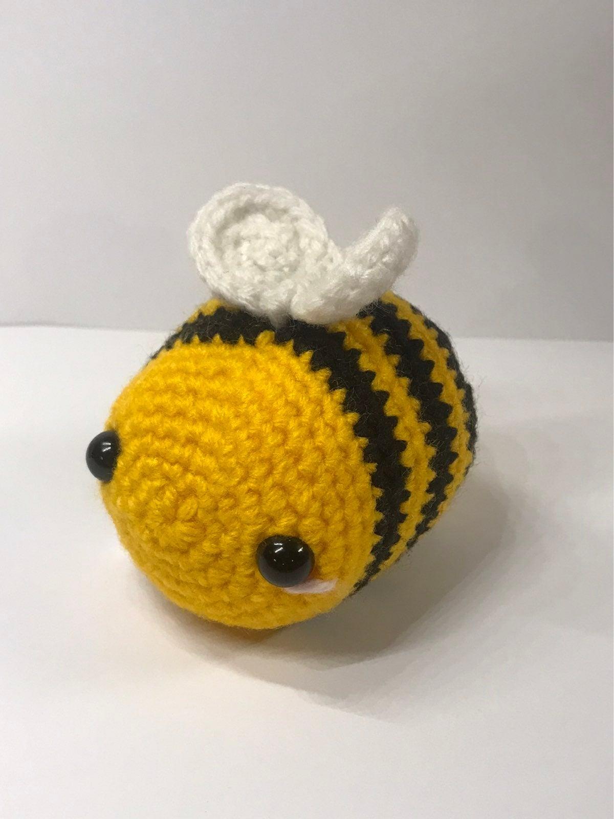 Small crochet bee