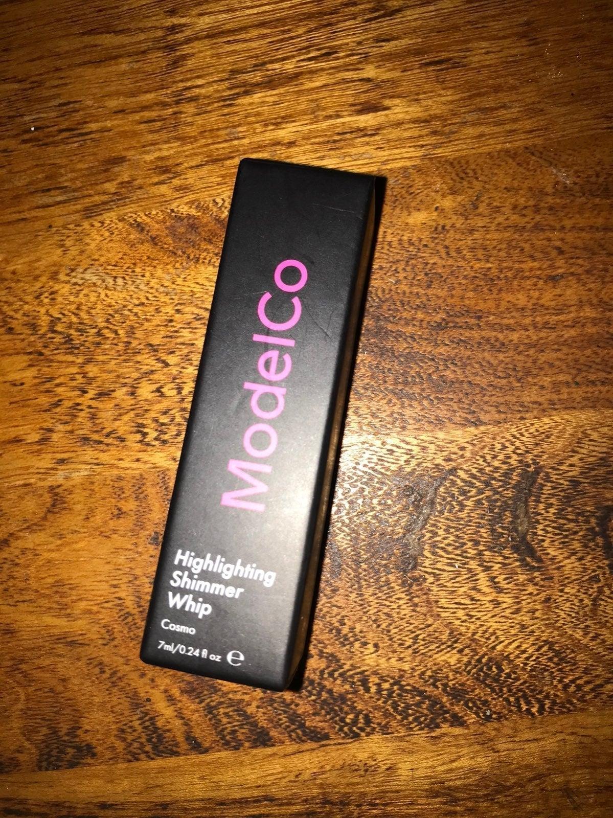 ModelCo Highlighting Shimmer Whip