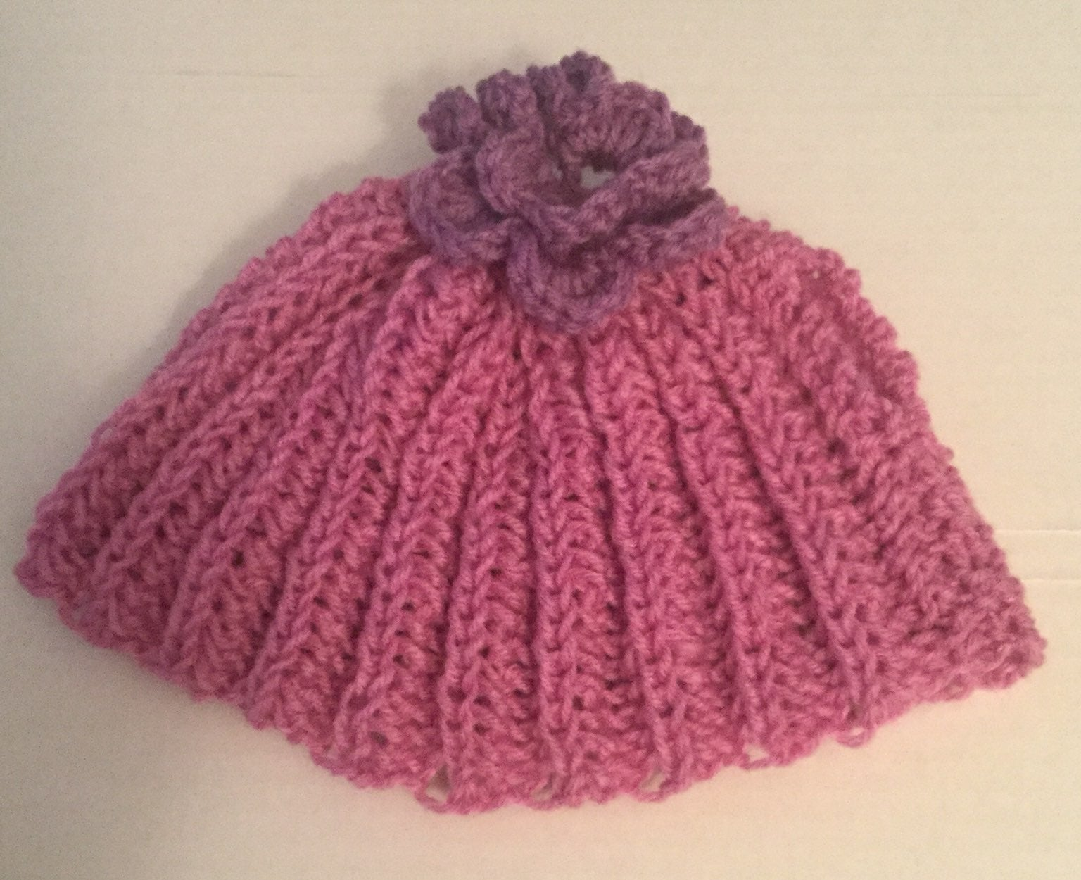 Handknit tea cozy, lilac with rose
