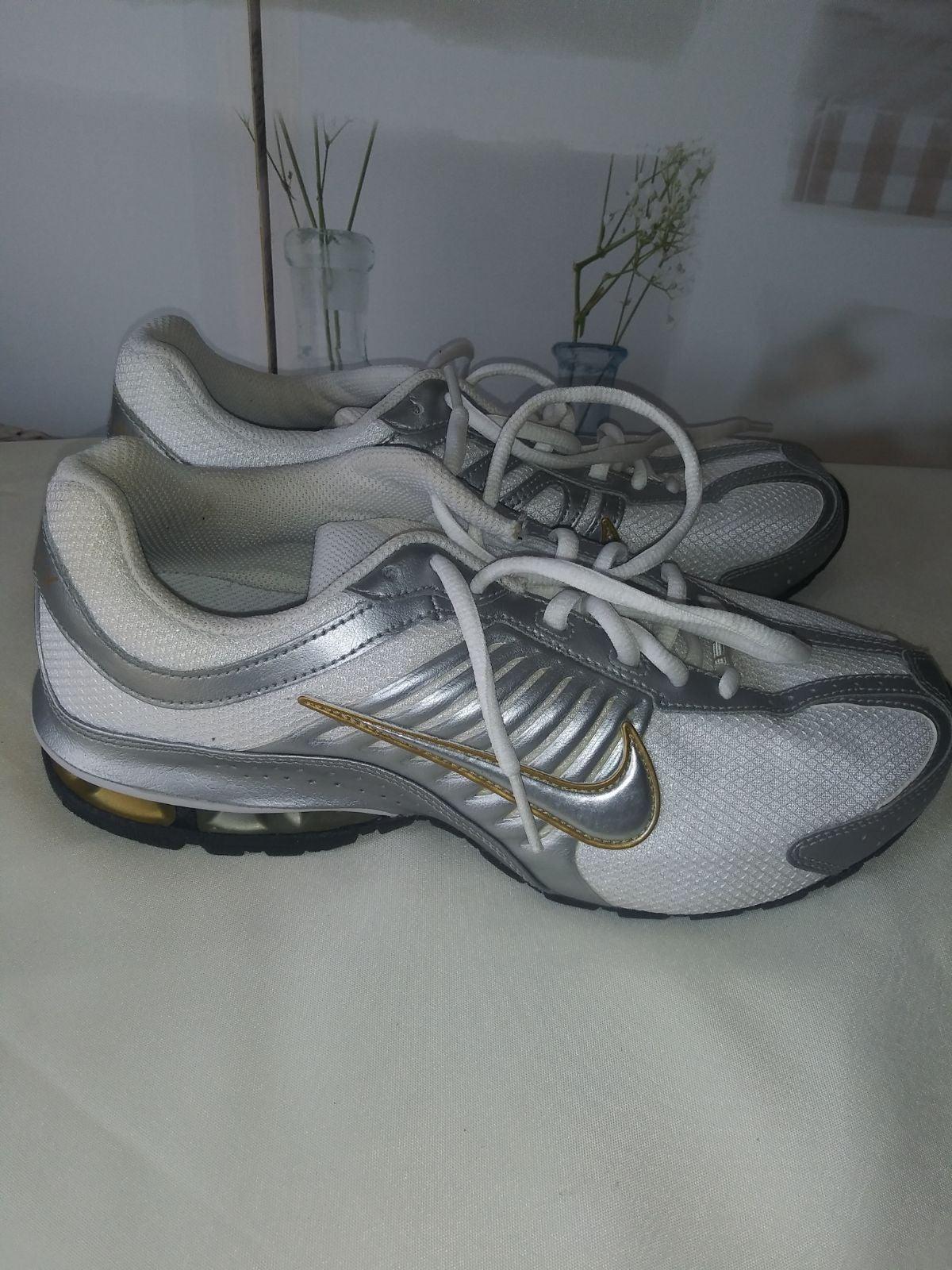 Nike Sneakers Sz.9 NWOT