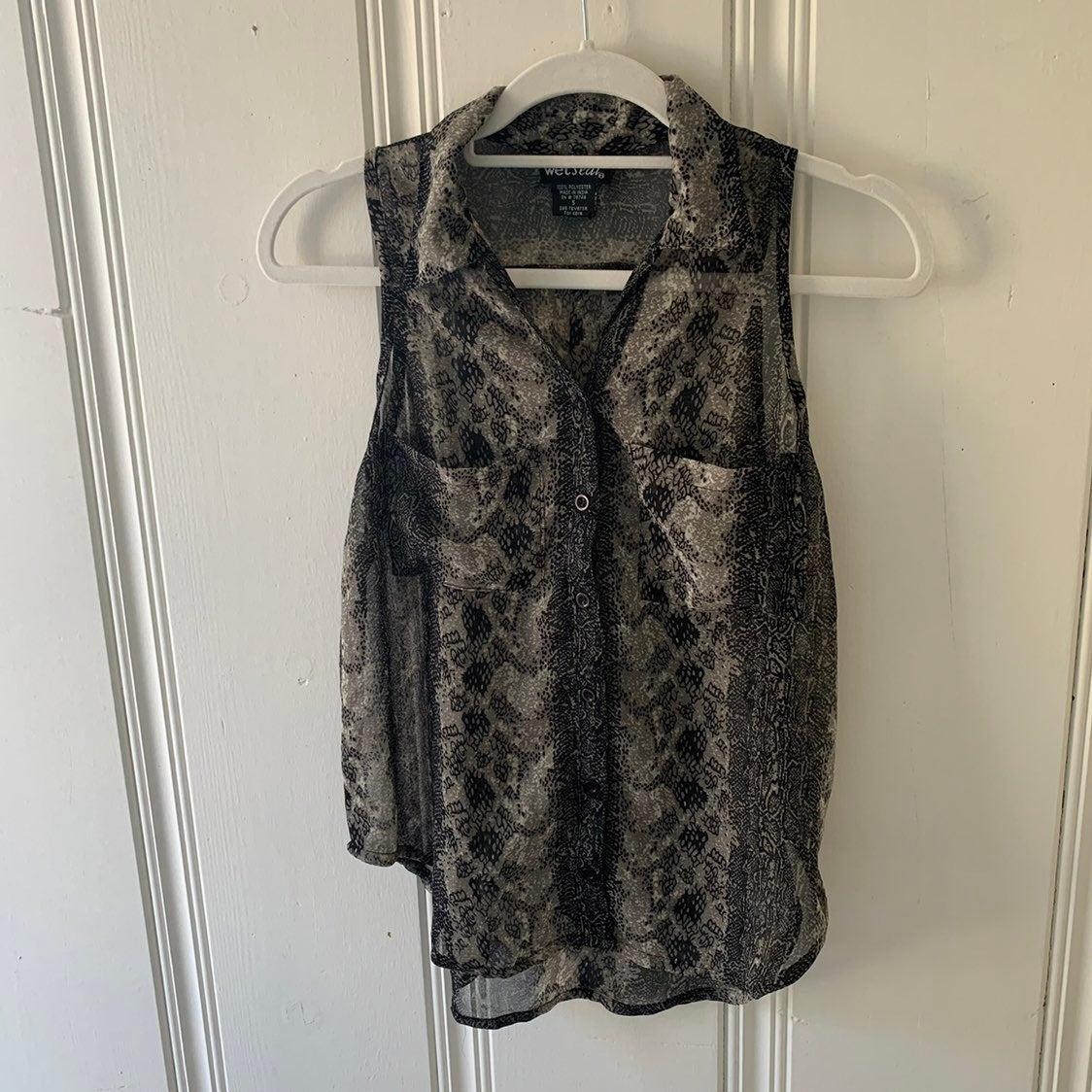 Black sleeveless button Snakeprint top