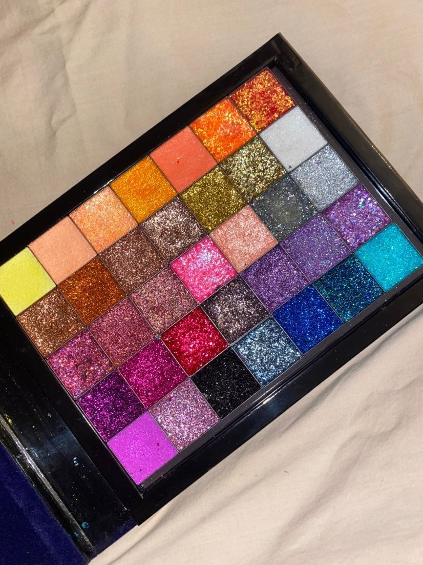 Hand pressed glitter palette with single