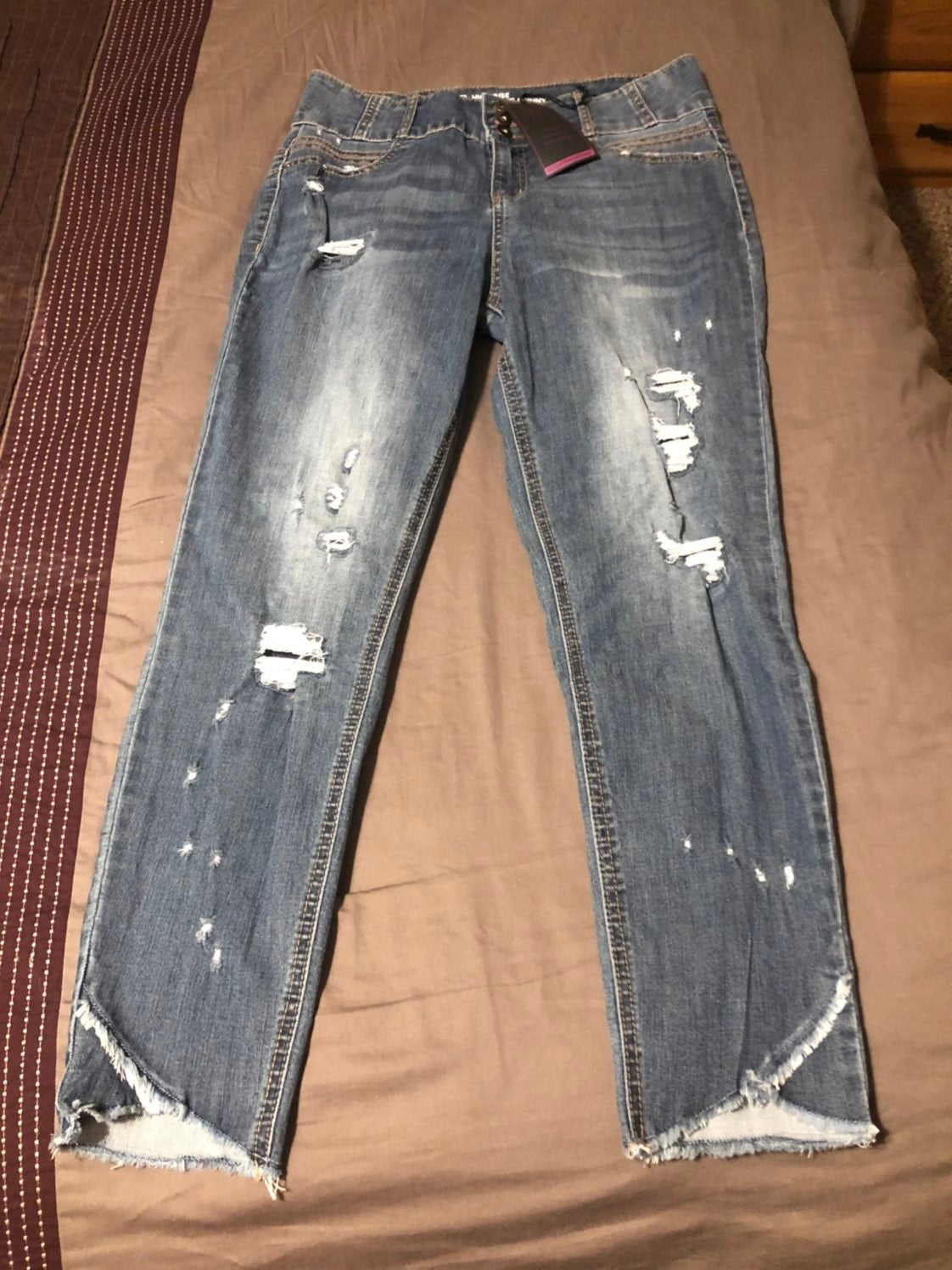 Stylish sculpting skinny jeans