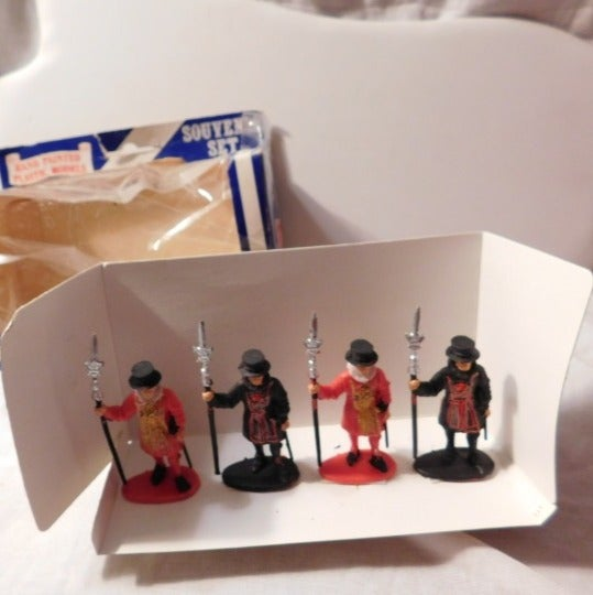 Vintage Cavendish Miniatures Guards Set