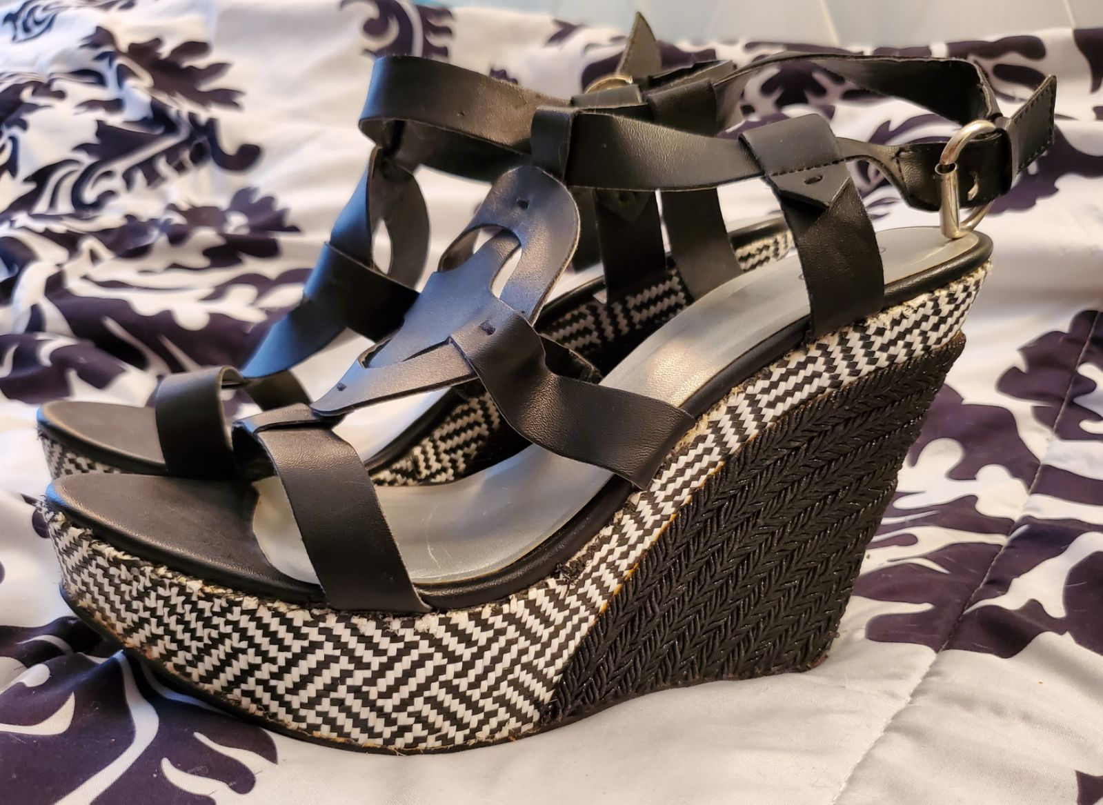 CATO BLACK AND WHITE WEDGE HEELS - SIZE