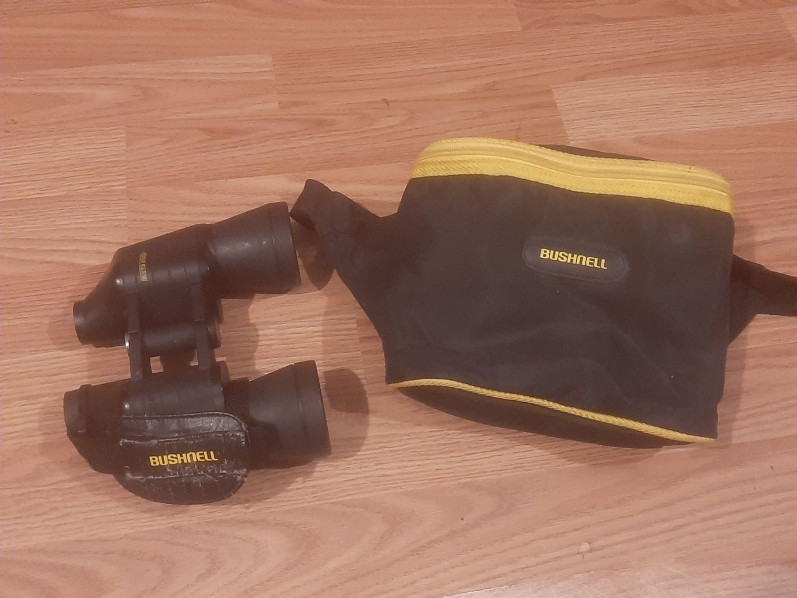 Bushnell Binoculars with bag