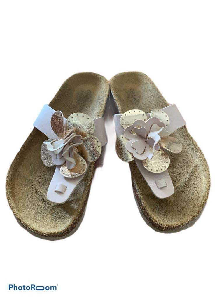 Leather footbed girls sandals with flowe
