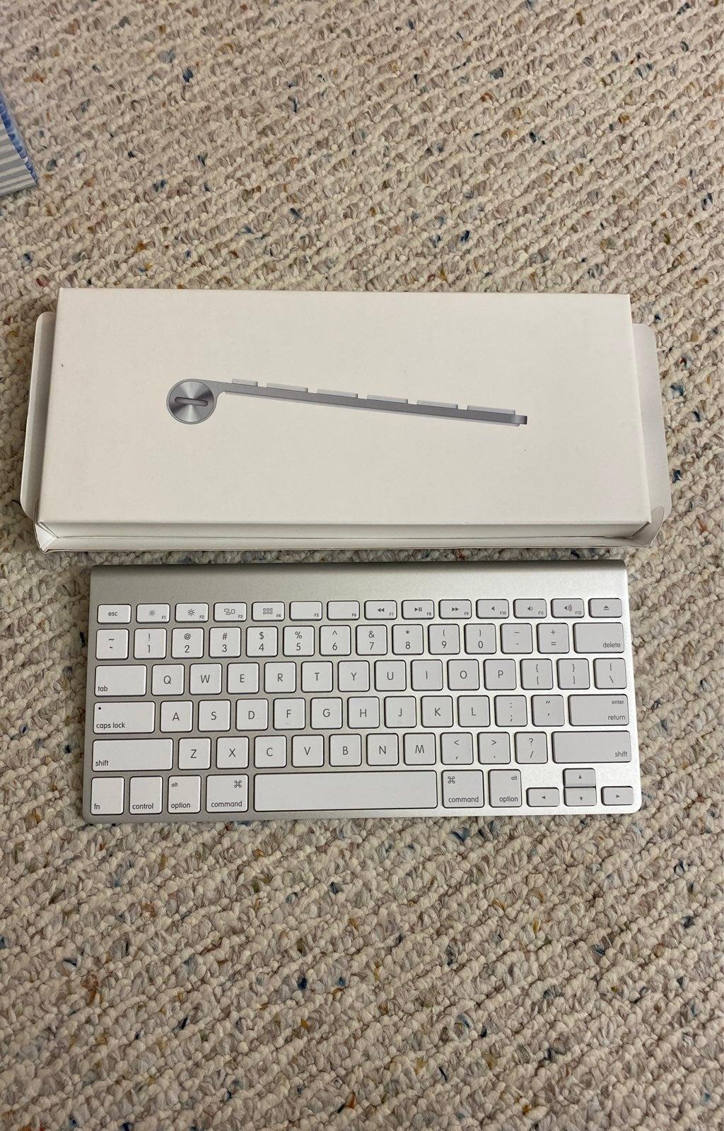 apple wireless keyboard NEW