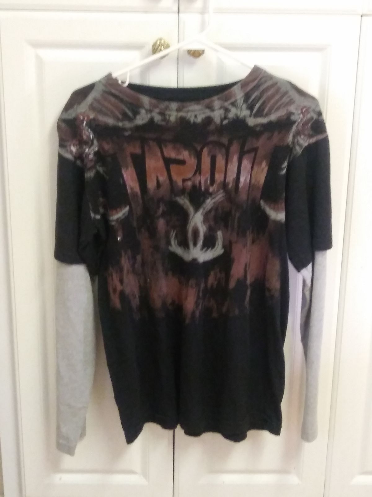 Mens XL Tapout long sleeve Shirt
