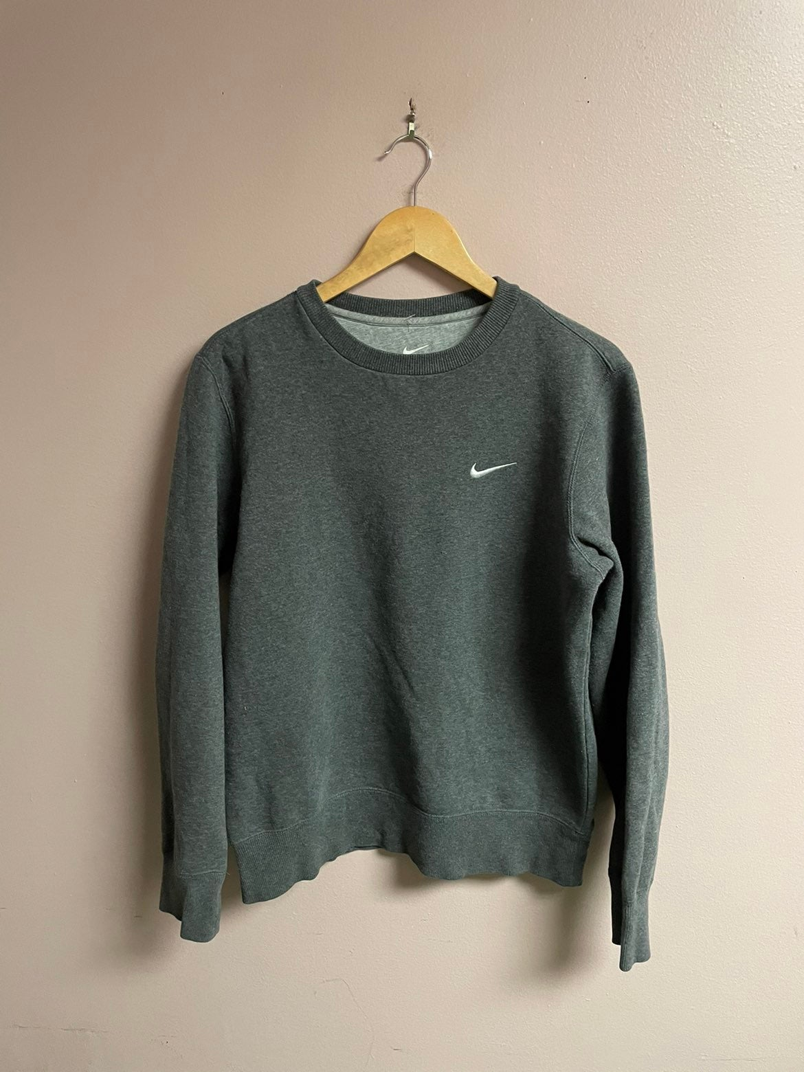 Nike essential sweatshirt