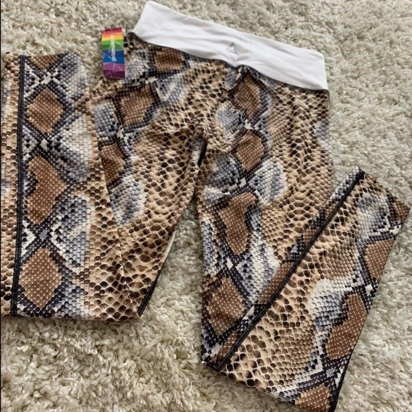 """NEW""""PRISMSPORT"""" Snake Print Legging"""