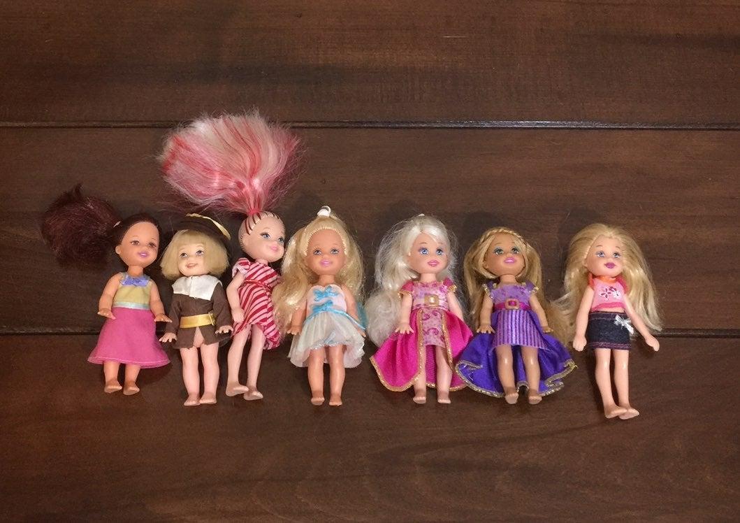 7 Barbie Kelly Dolls & 1 Tomy Doll