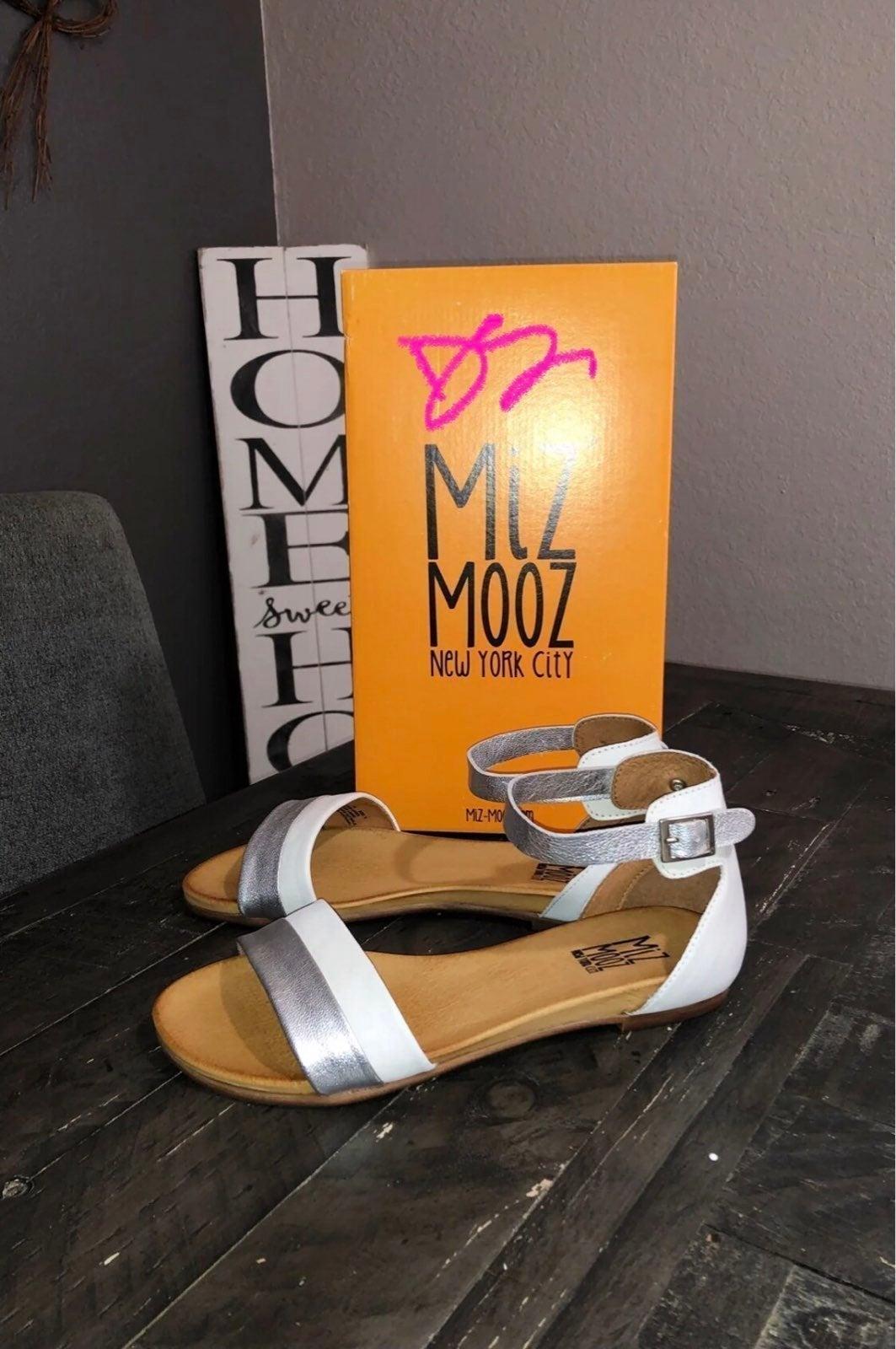 Miz Mooz Women's Sandals sz 8m NEW