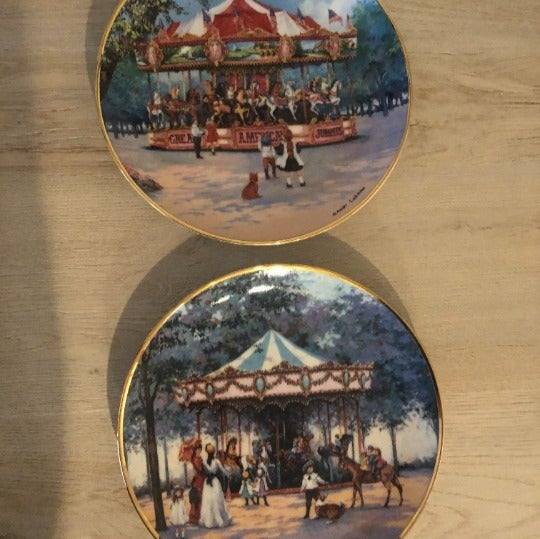 Set of two carousel collector plates