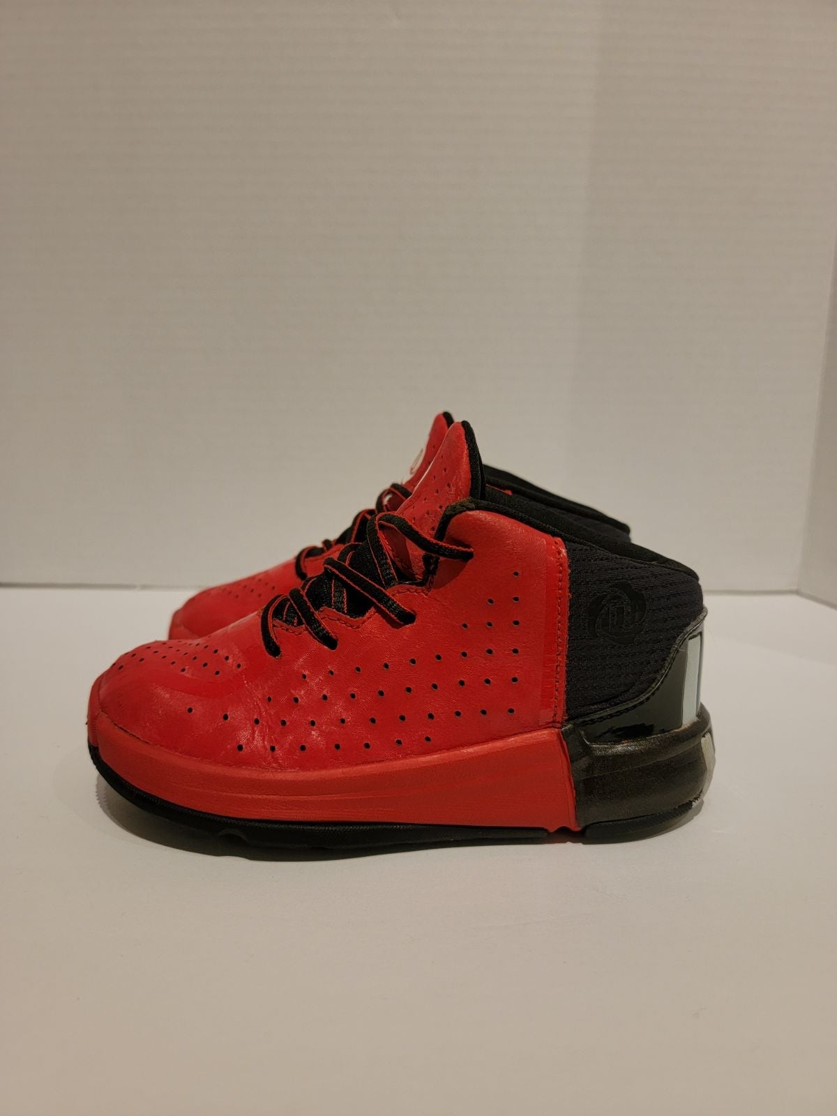 Adidas Derrick Rose Red and Black shoes.