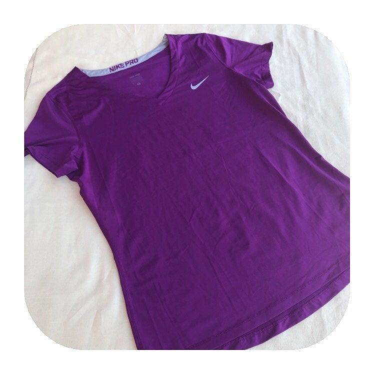 Nike Pro XL v-neck athletic T-shirt