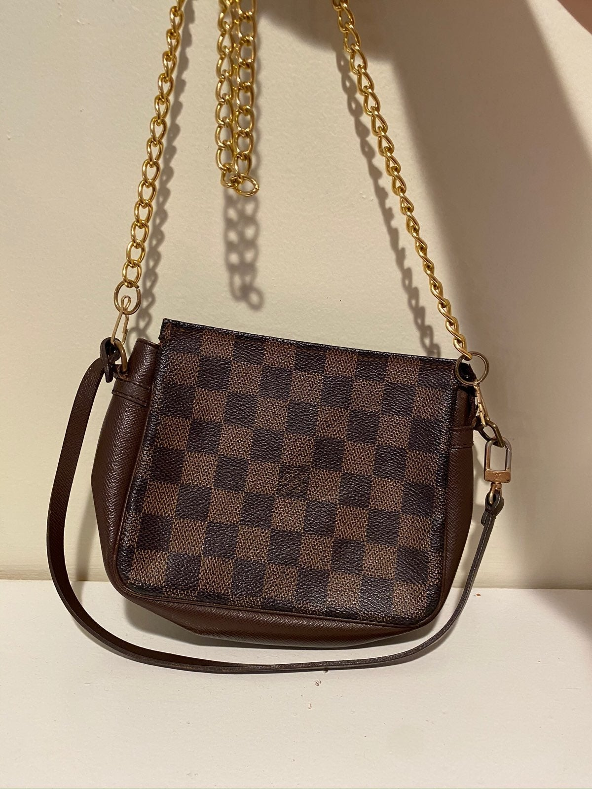 Authentic Louis Vuitton Damier Truth Pou