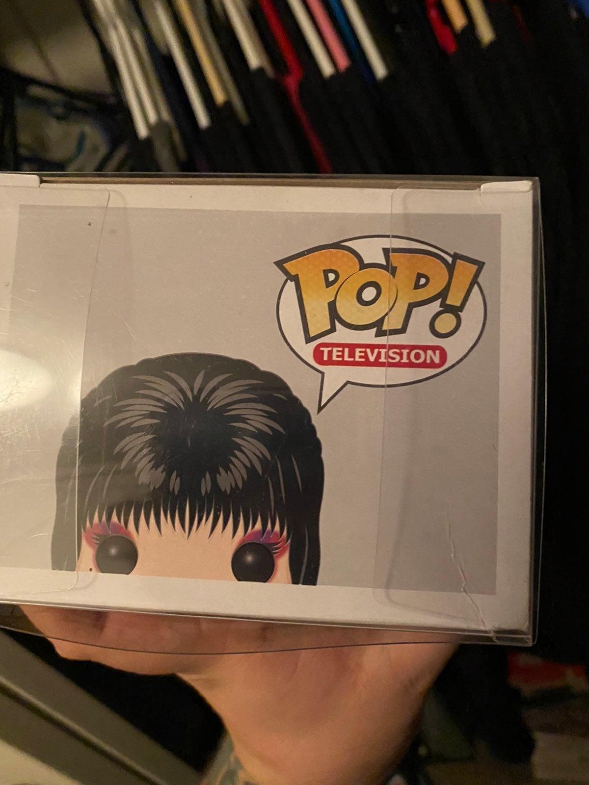 Elvira pop signed