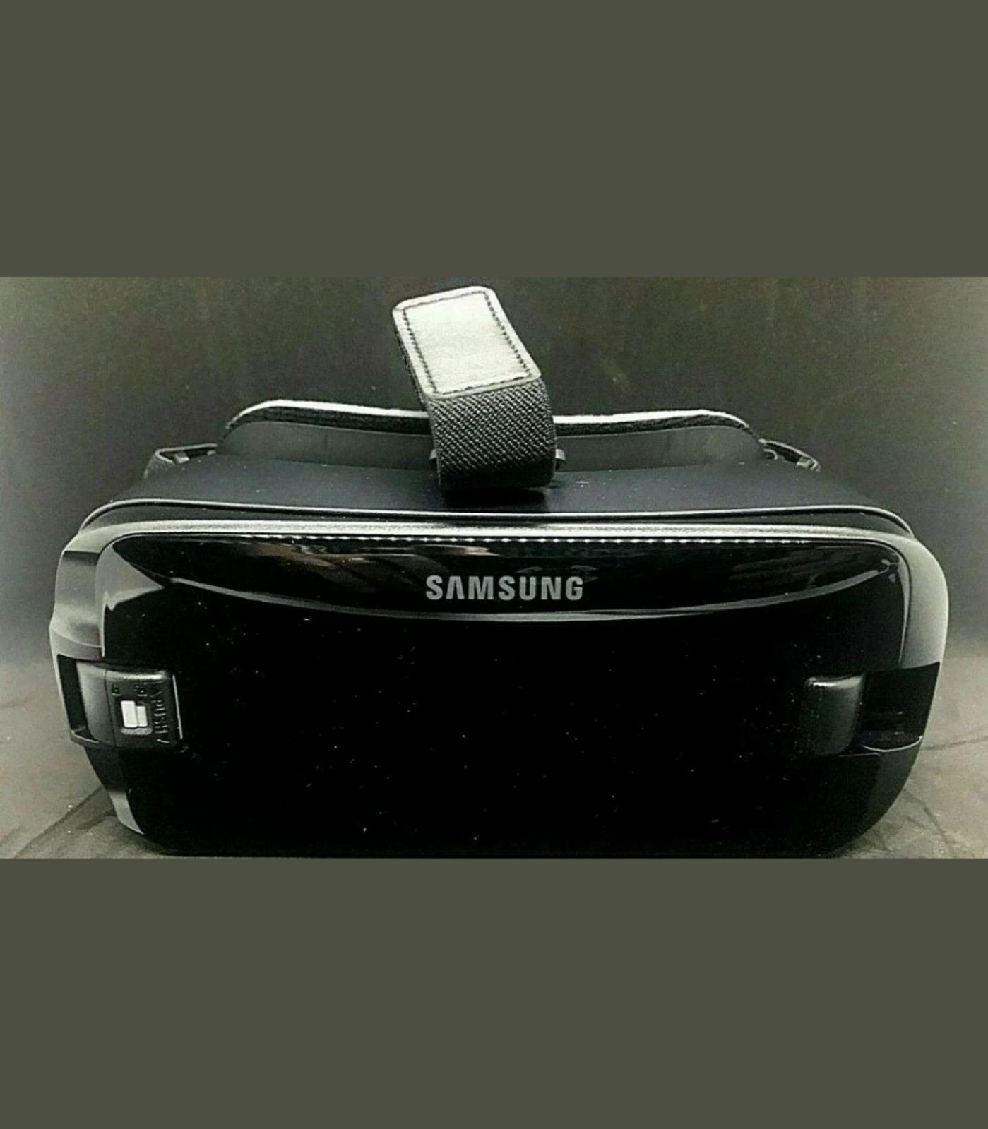 Samsung Galaxy VR headset with remote SM