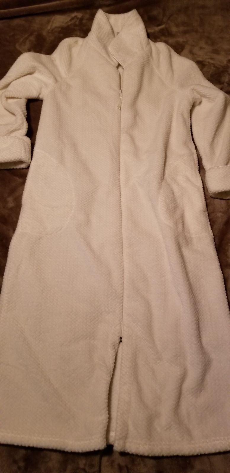 Womens Xs Ivory Zip Up Bath Robe