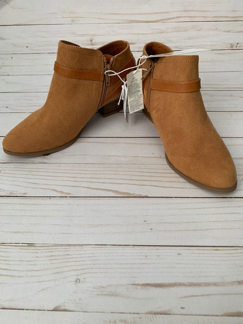 NWT Camel Booties size 6