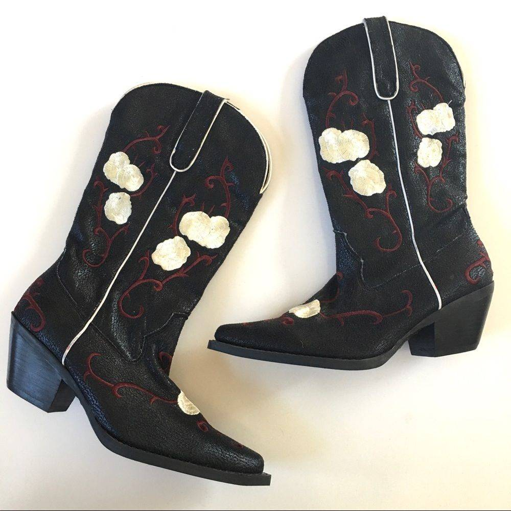 Nomad Embroidered Western Boots Size 8