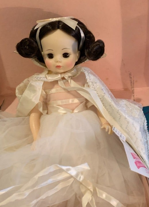 VEGASART - Snow White Doll, 14""