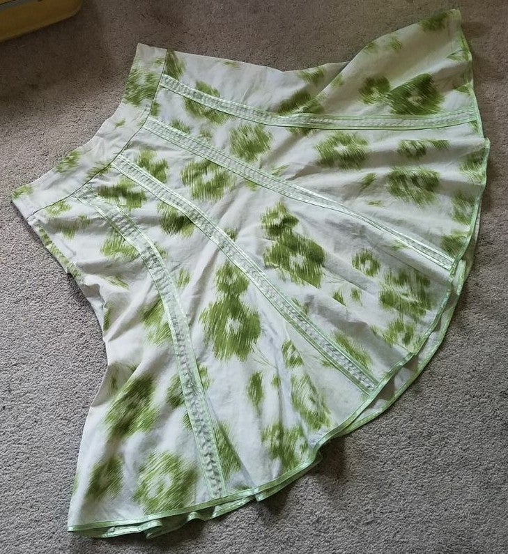 Cute skirt in very good condition w/top