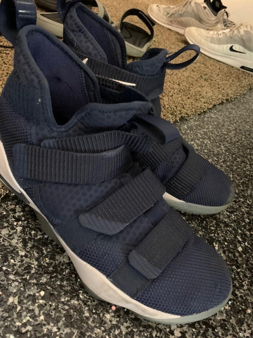 lebron james shoes 9.5