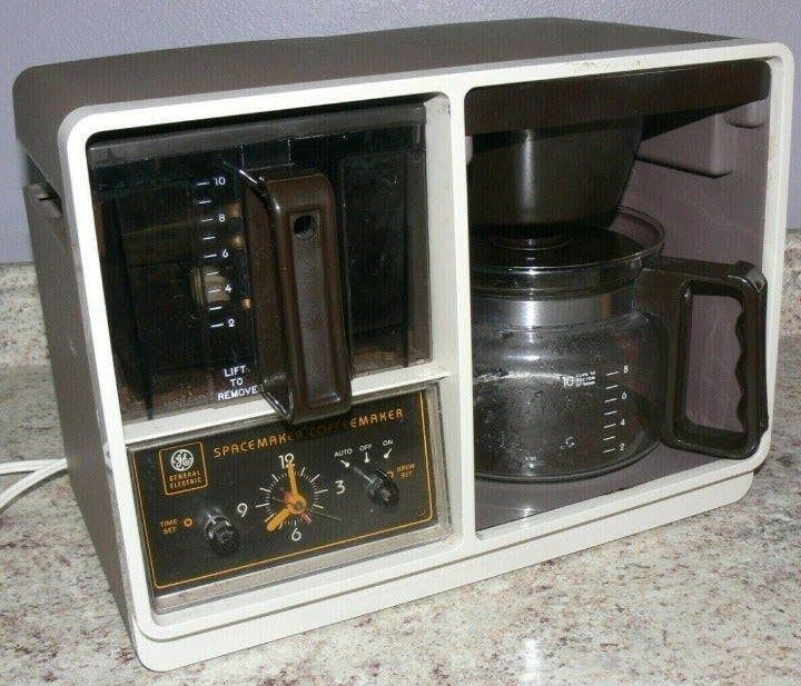Vintage General Electric B1SDC-2 Spacemaker 10-Cup Automatic Drip Coffee Machine