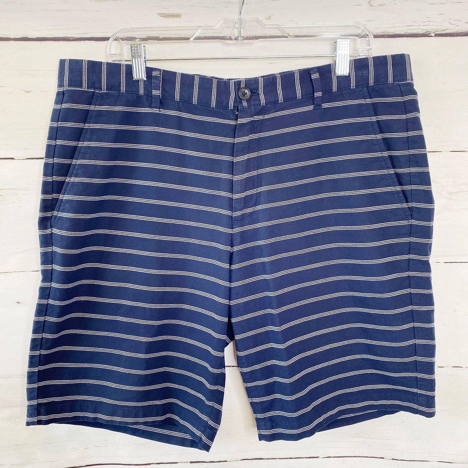 GAP Men's Classic Navy Striped Shorts