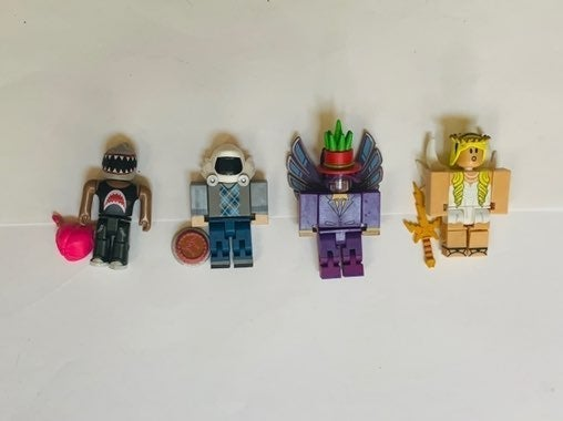 4 roblox figurines