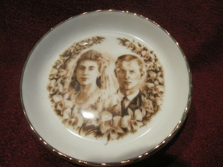 Royal Doulton Queen Anniversary Plate JB