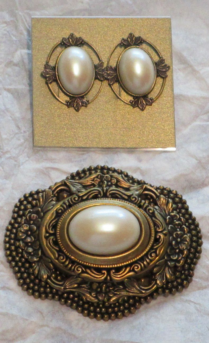 Neovintage Faux Pearl Brooch and Earring