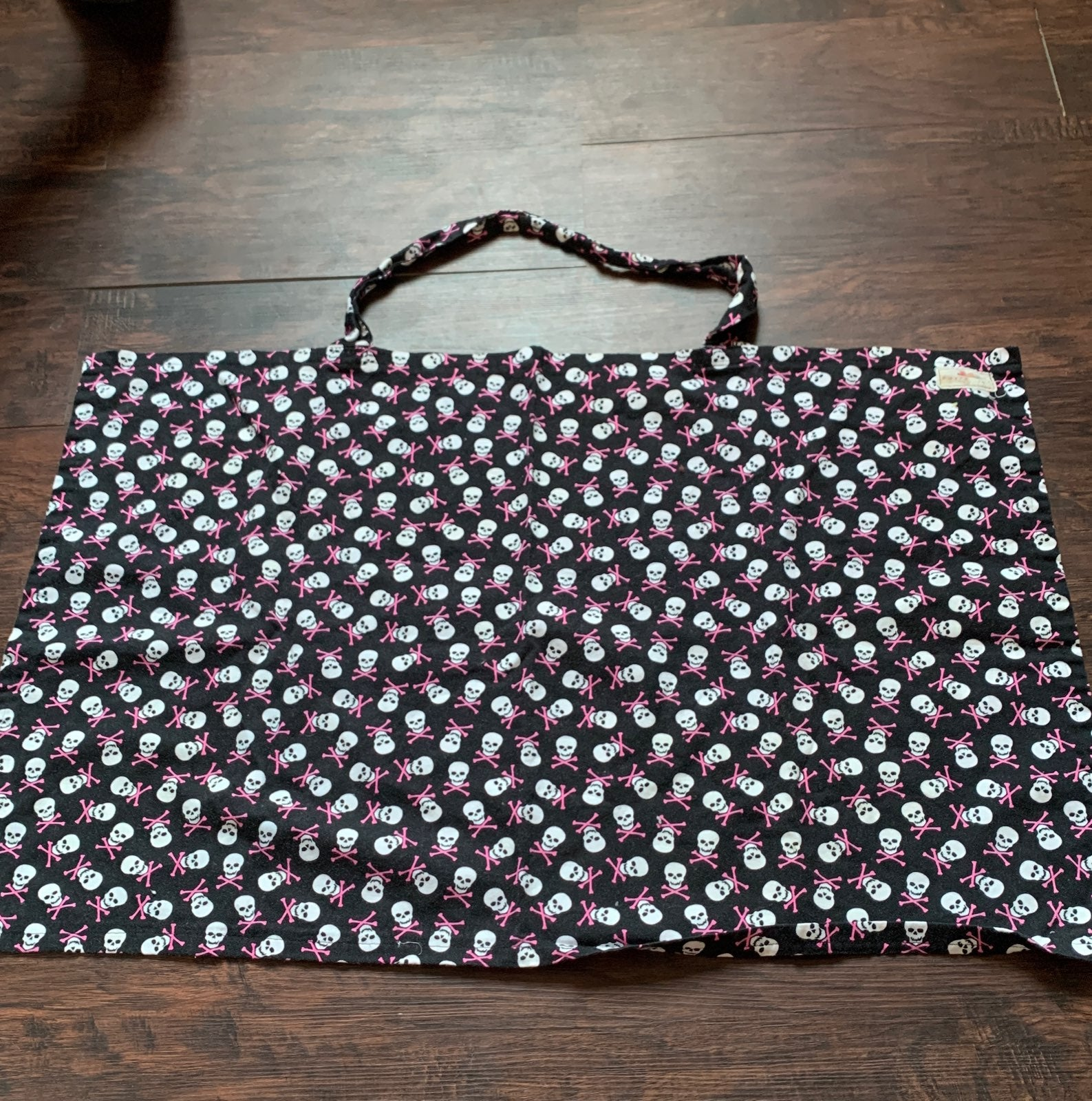 Skulls nursing cover