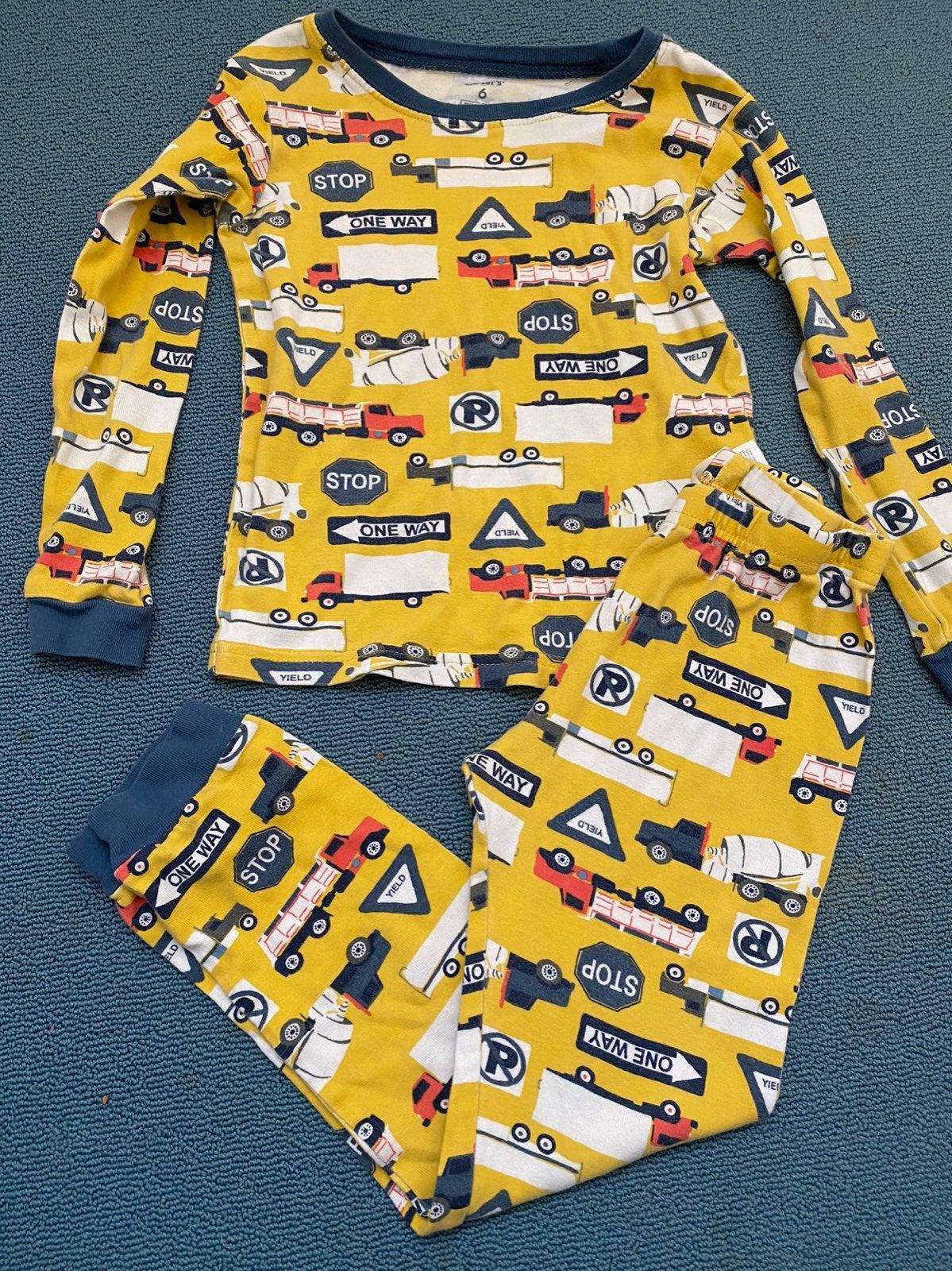 Carter's Pajamas size 6