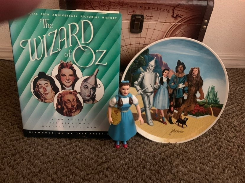 The Wizard of Oz Plate and Book