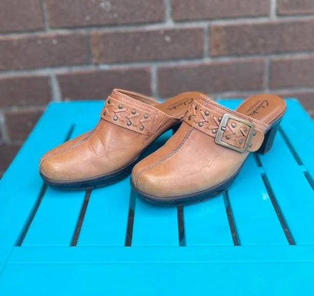 CLARKS Bendables 6M Brown Leather Clogs