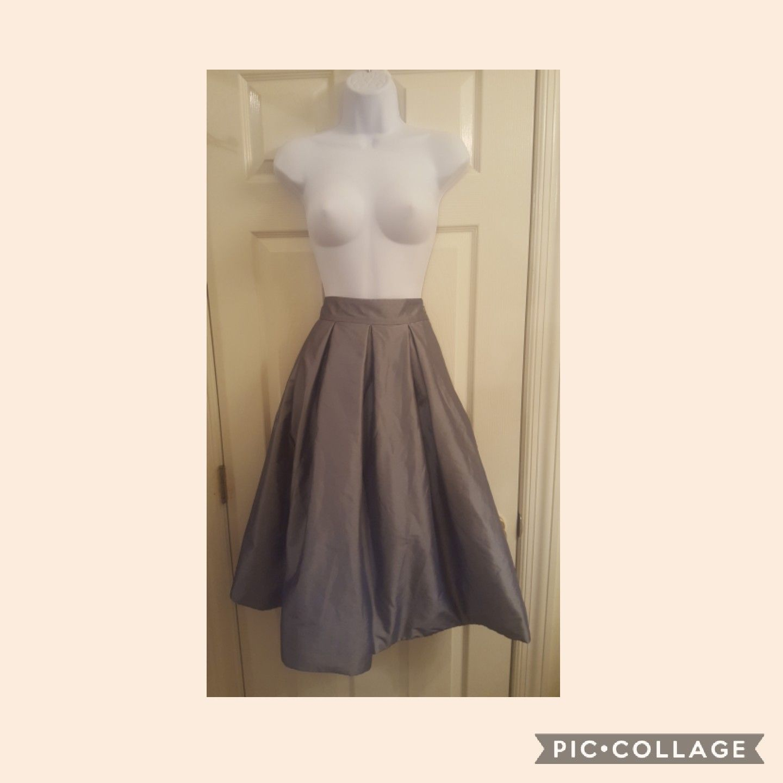 WHBM Grey Tafetta Skirt. Sz. 6
