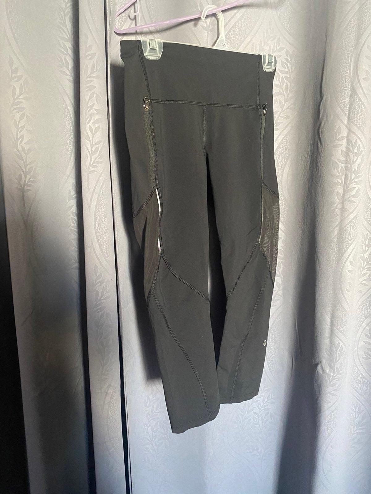 Lululemon leggings sz 6 crop black mesh