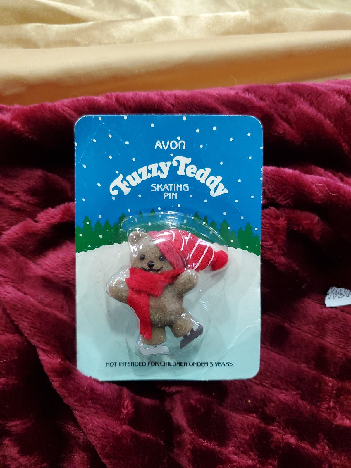 VINTAGE AVON New Fuzzy Teddy Pin #418