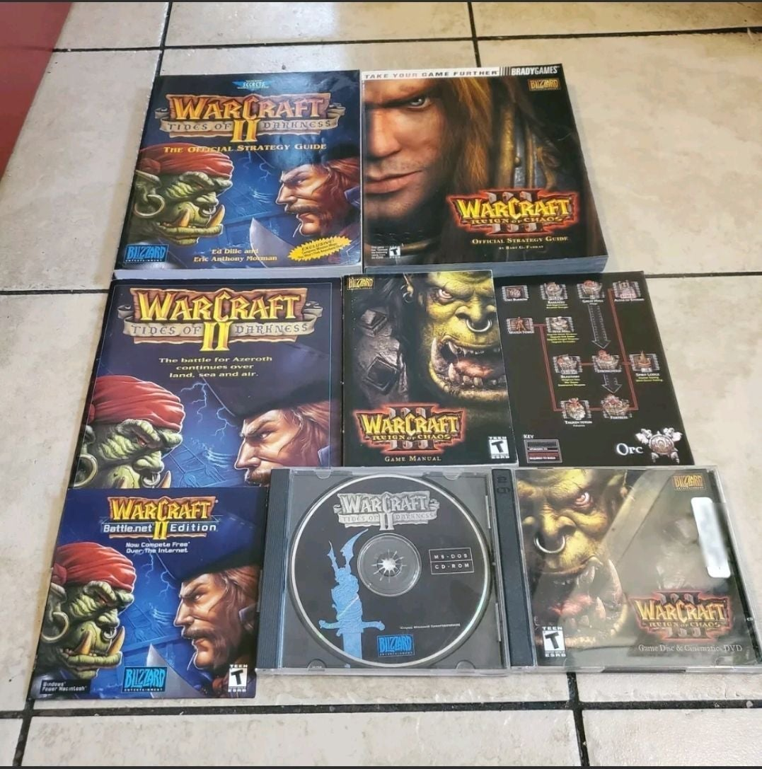 Warcraft lot with Guide books pc games