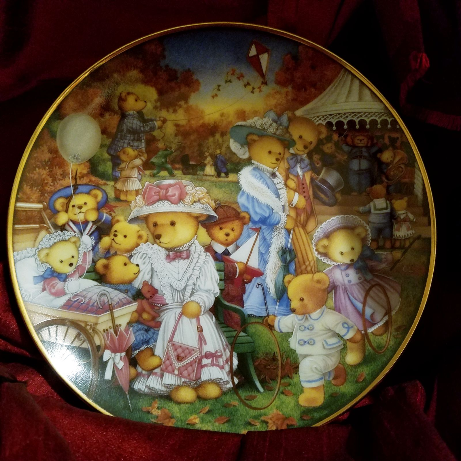 Franklin Mint plate, Teddy bear outing
